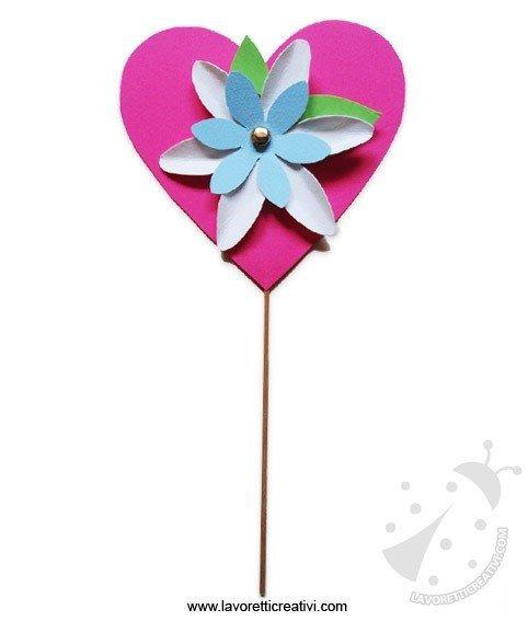 fiore di carta a cuore