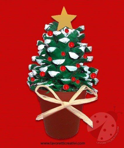 Alberelli Di Natale Lavoretti.Albero Di Natale Con Pigna Lavoretti Creativi