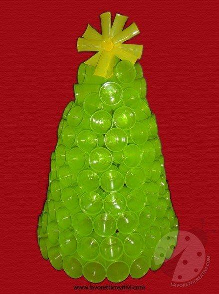Albero Di Natale Con Bicchieri Di Plastica.Albero Di Natale Con I Bicchieri Di Plastica Lavoretti Creativi