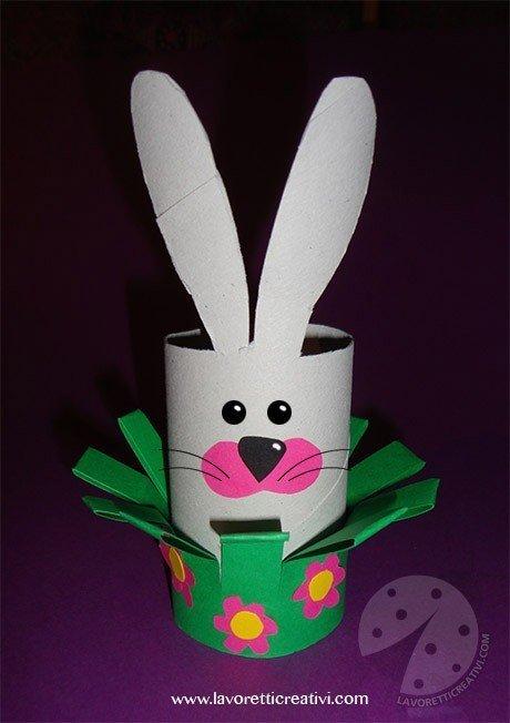 Coniglio con rotolo di carta igienica