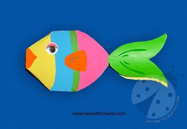 Pesci con rotoli di carta igienica