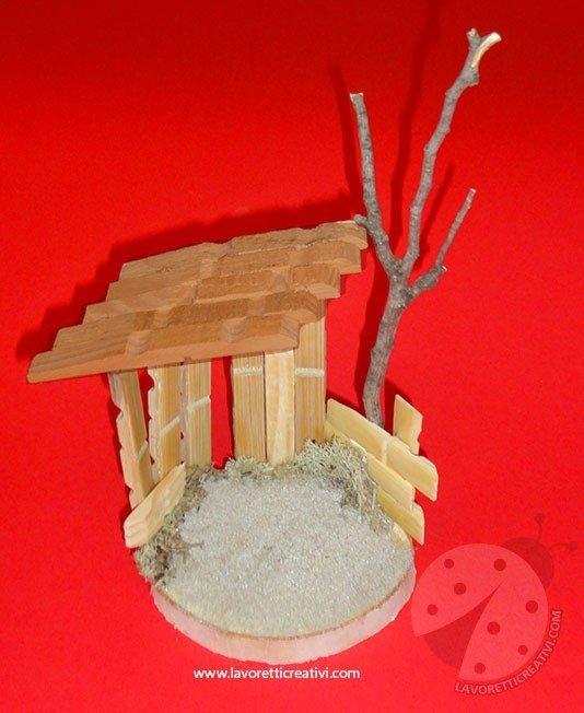 Capanna del presepe con le mollette lavoretti creativi for Costruire una semplice capanna di legno