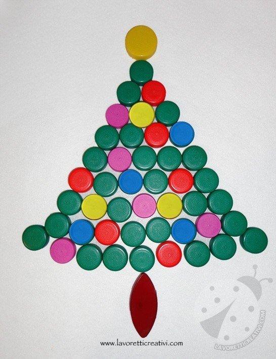 Lavoretti Creativi Albero Di Natale.Albero Di Natale Con I Tappi Di Plastica Lavoretti Creativi