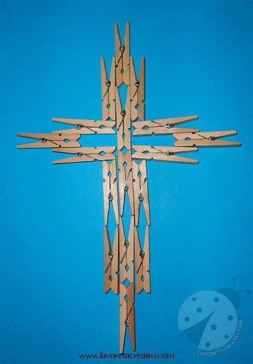 crocifisso-mollette-legno