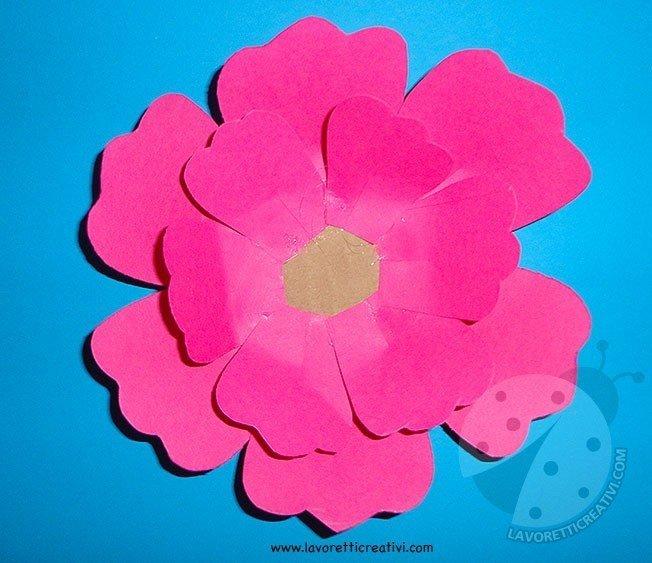 Come fare fiori di carta semplici 4