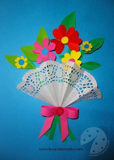 Biglietto Festa della Mamma con bouquet di fiori