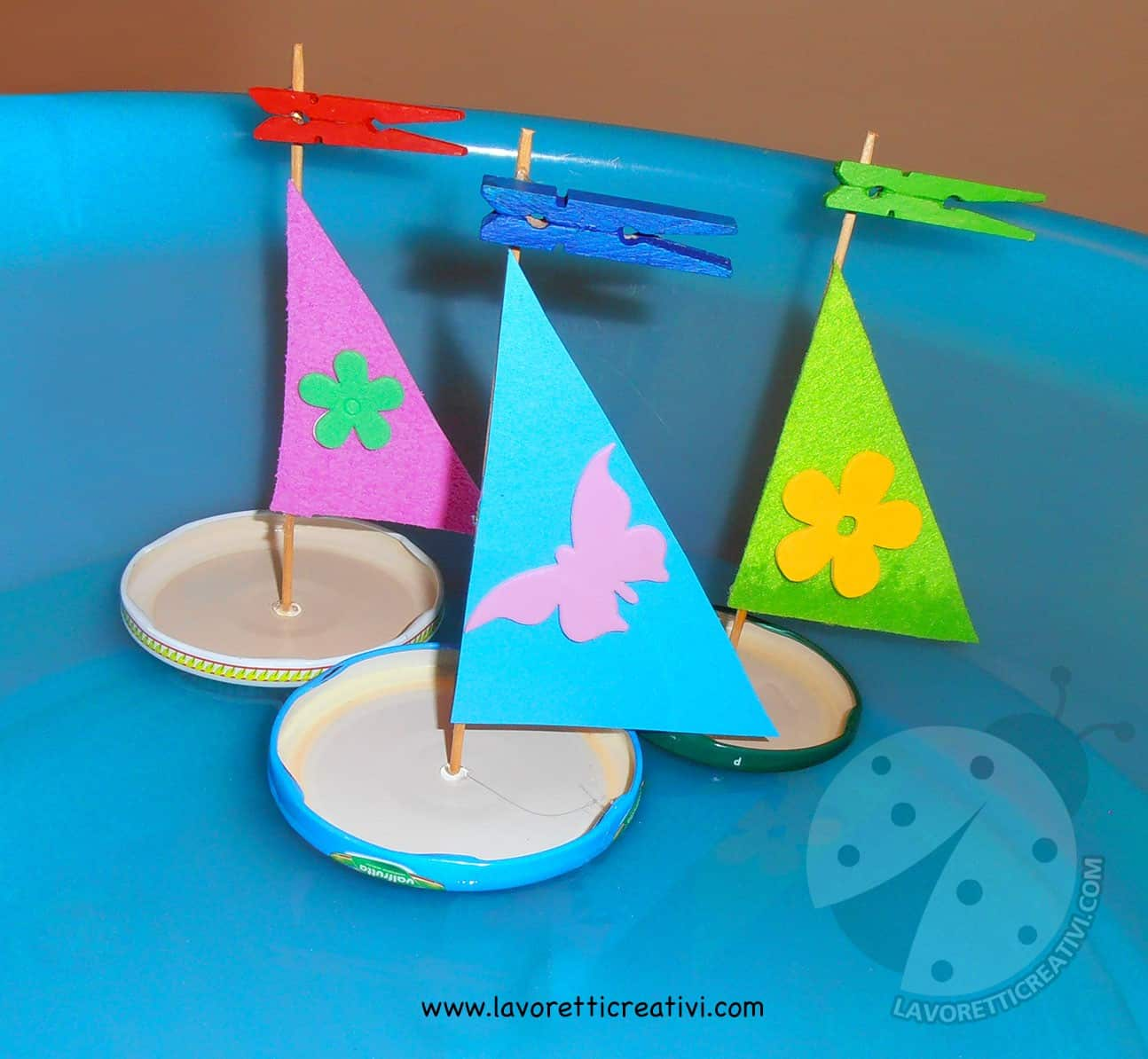 Barche a vela in materiale riciclato