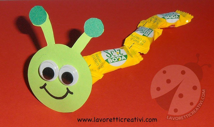 Bruco con caramelle da dare ai bambini