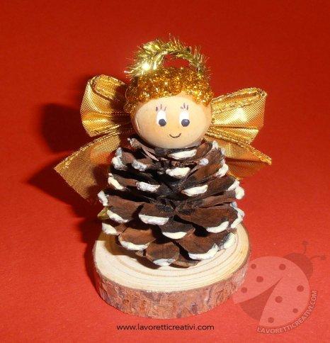 Lavoretti Di Natale Con Le Pigne.Angelo Di Natale Con Pigna Lavoretti Creativi