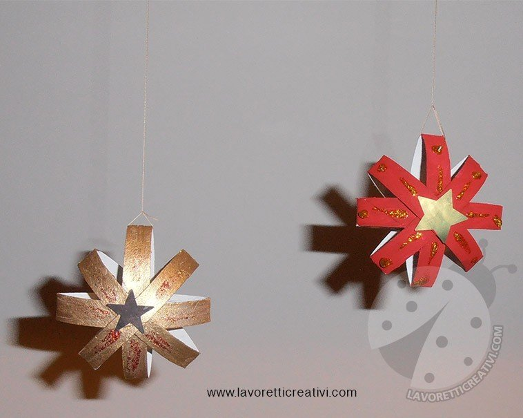 Decorazioni di Natale con rotoli della carta igienica
