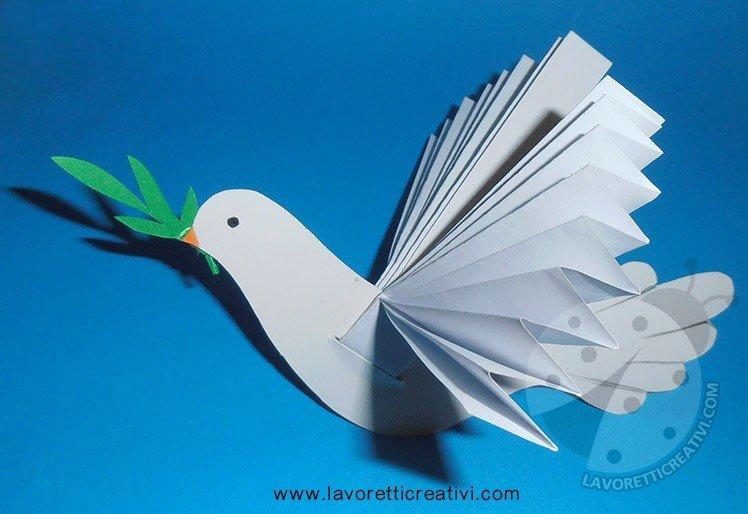 Colomba di carta con ramoscello d'ulivo
