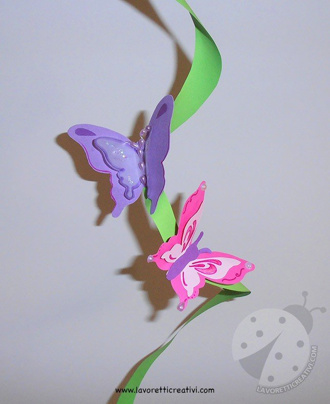 Farfalle 3D con cartoncini colorati e perline adesive