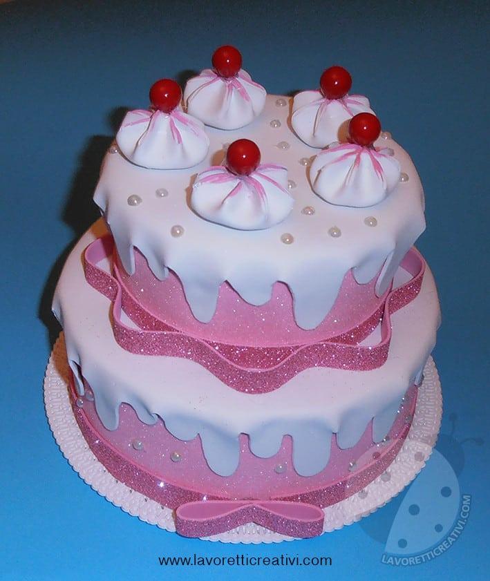 Torta finta di compleanno in gomma crepla