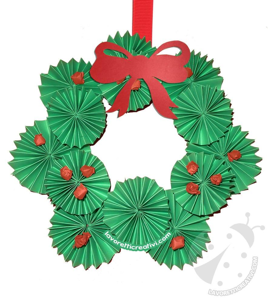 Decorare Finestre Per Natale Scuola ghirlanda natalizia fai da te facile con girandole di carta
