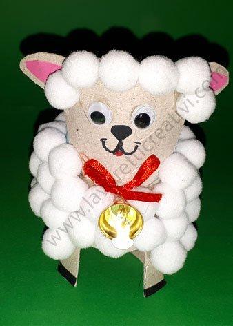 pecorella con rotolo carta igienica e pom pon